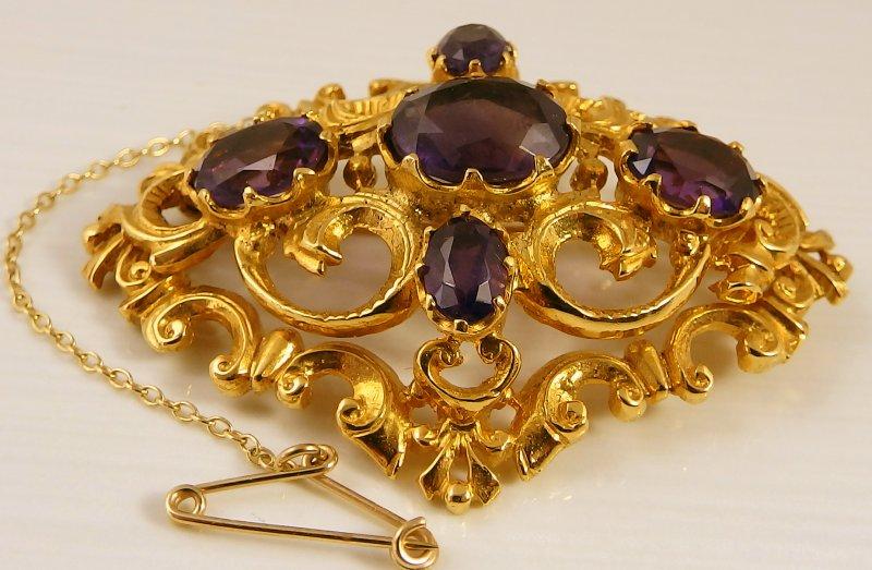 Victorian Style Yellow Gold Amethyst Brooch Hallmarked 9ct